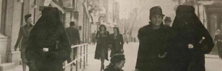 Une femme musulmane cache l'étoile jaune de sa voisine juive avec son voile pour la protéger de la persécution (Sarajevo, 1941)
